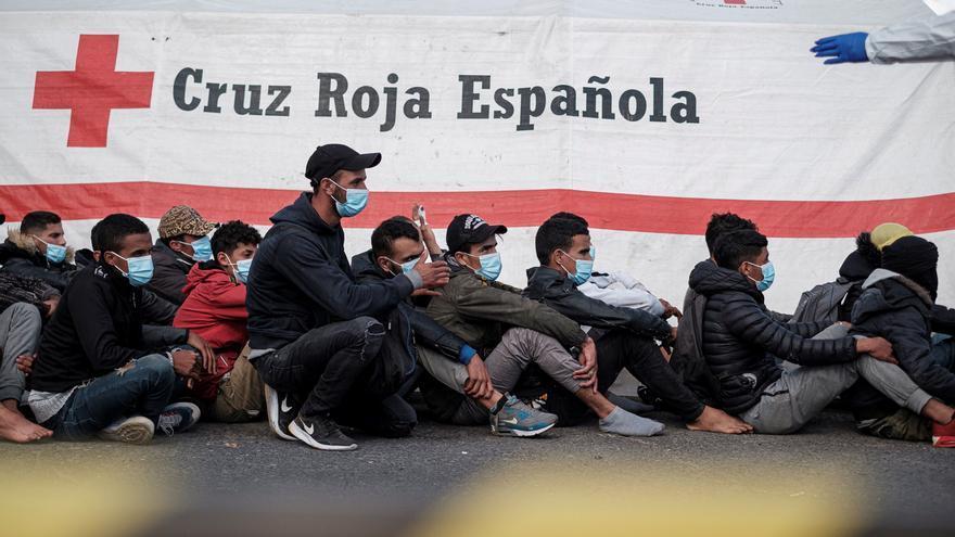 Rescatadas durante la noche tres pateras al sur de Gran Canaria con 125 migrantes