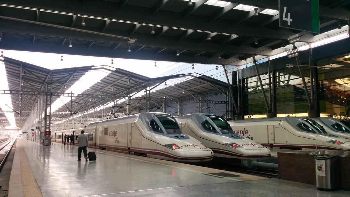 Estación de tren Málaga-María Zambrano con trenes AVE