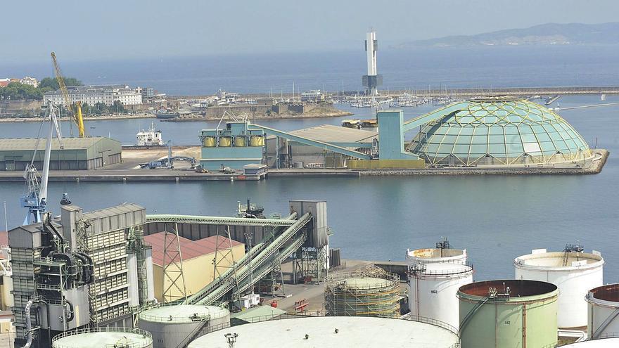 Los tráficos ferroviarios del Puerto se reducen a la quinta parte por el cierre de Meirama