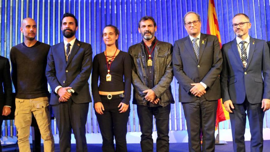 Òscar Camps i Carola Rackete reben la Medalla d'Honor del Parlament: «Només defensem el dret a la vida»