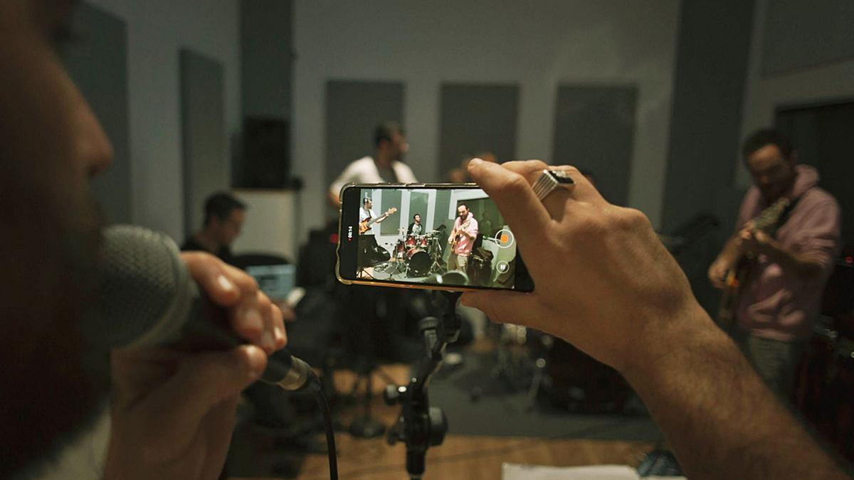 Los músicos durante un ensayo