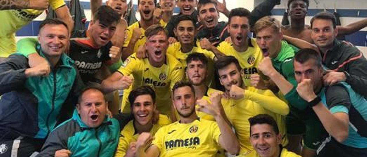El vestuario del Juvenil del Villarreal celebra su clasificación para la siguiente ronda.