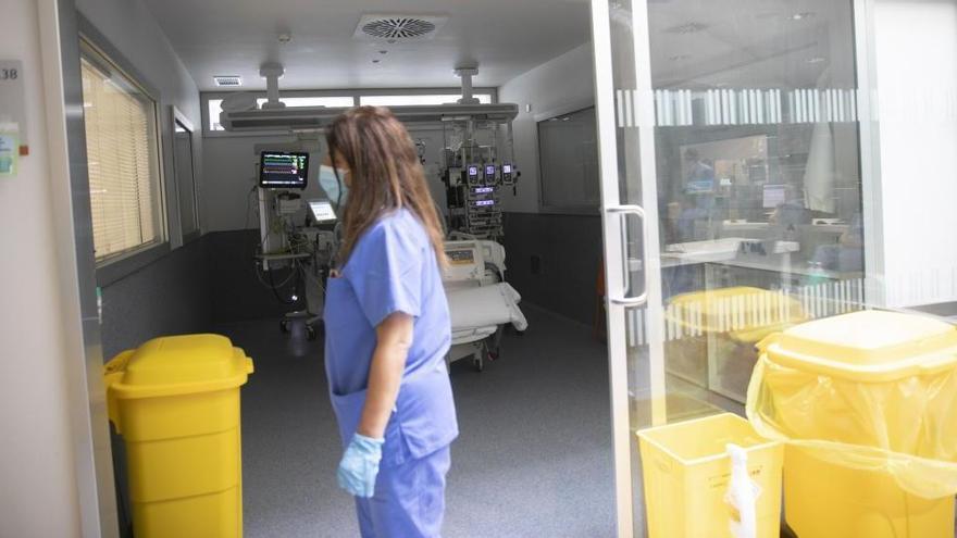 Un brote en una residencia de mayores de Oviedo da 50 positivos en un solo día