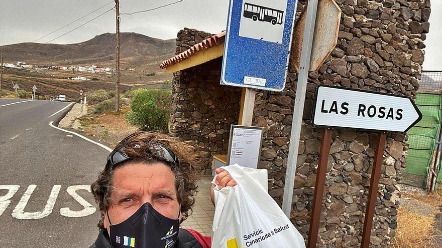 Un bono de guagua y una bolsa: los  útiles para estudiar residuos en las Islas