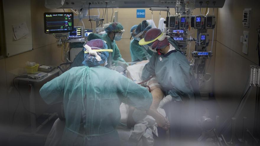 Sanidad comunica 5.348 nuevos contagios y 173 muertes en el último día