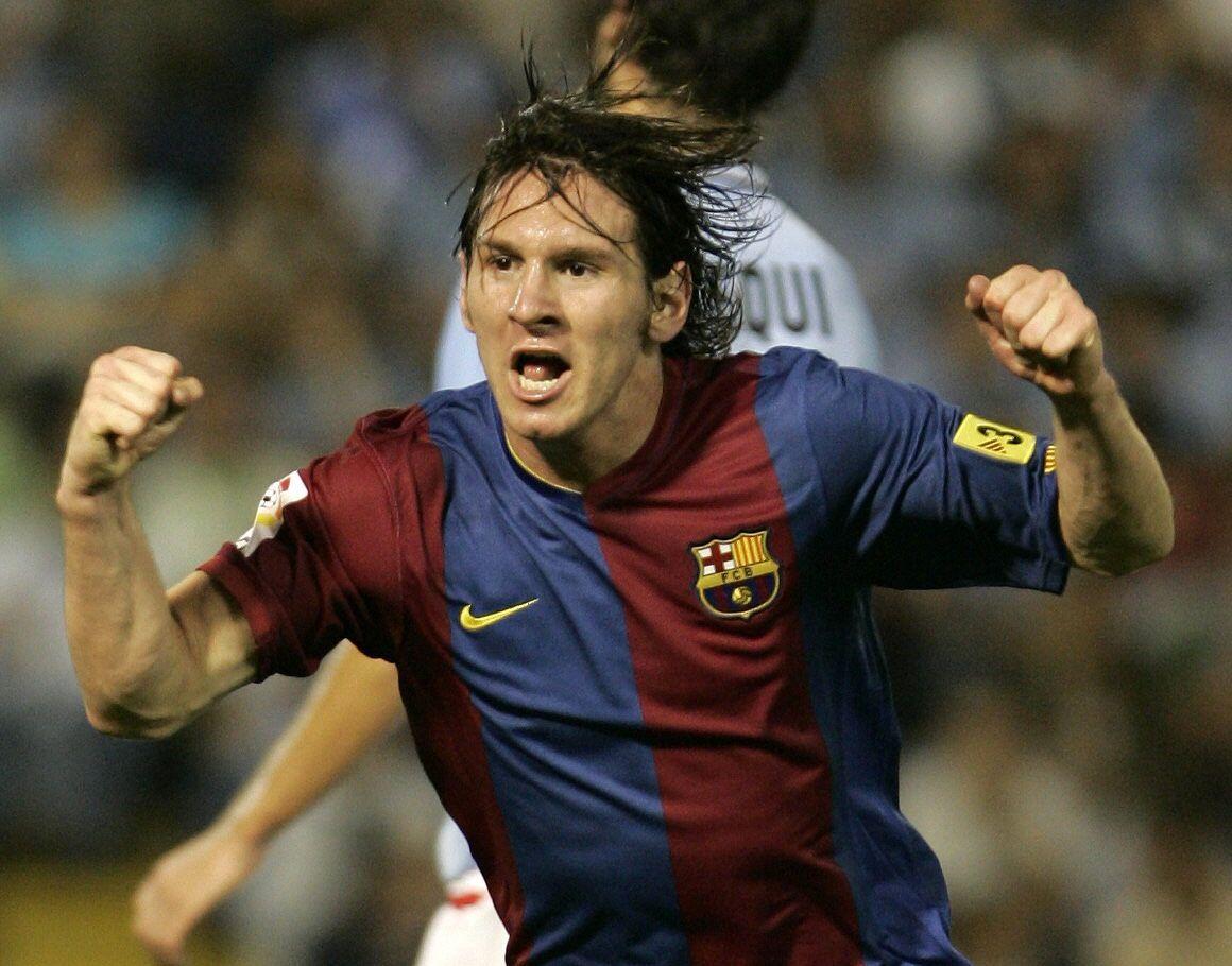 28-8-06 Lavandeira Jr Celebrando su primer gol ante el Celta.jpg