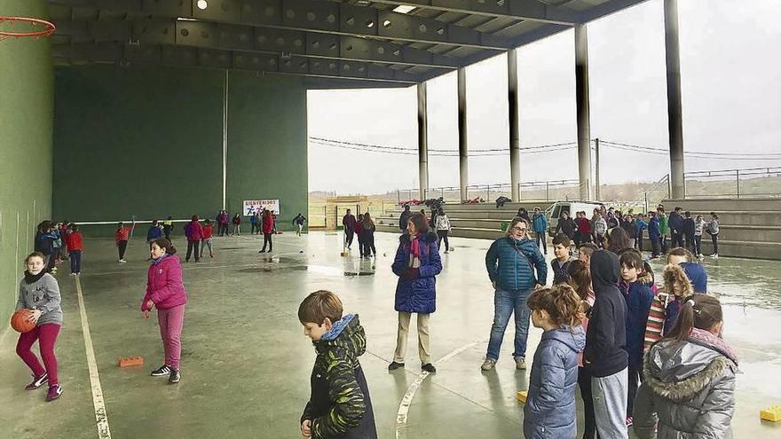 El frontón de La Hiniesta, escenario de juegos escolares