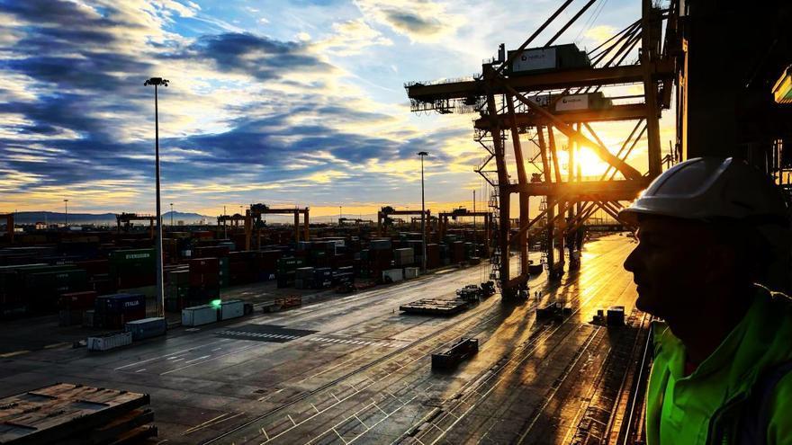 La estiba garantiza la demanda de carga y descarga de Valenciaport