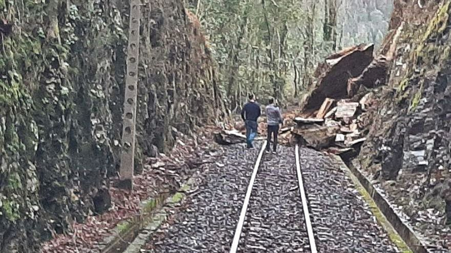 Un desprendimiento en Ortigueira corta el tráfico entre Ferrol y Viveiro