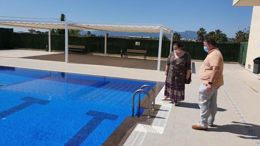 La piscina descubierta de Sueca reabre el lunes tras reparar las fugas