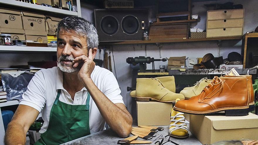 «Vendo zapatos aquí, a otras islas, y a Italia o Alemania por mensajería»