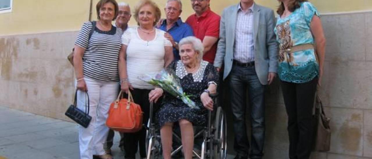 Burjassot dedica una placa a Rosario Sanchis Bonet, la «comadrona del pueblo»