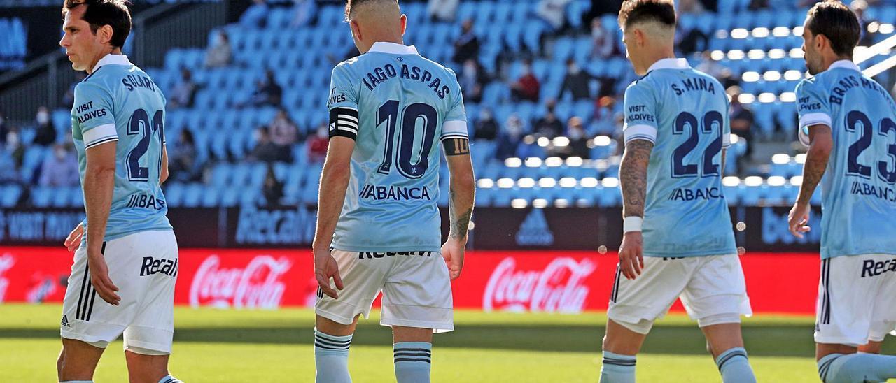 Solari, Aspas, Mina y Brais Méndez, durante el último partido de la temporada del Celta en Balaídos. // MARTA G. BREA