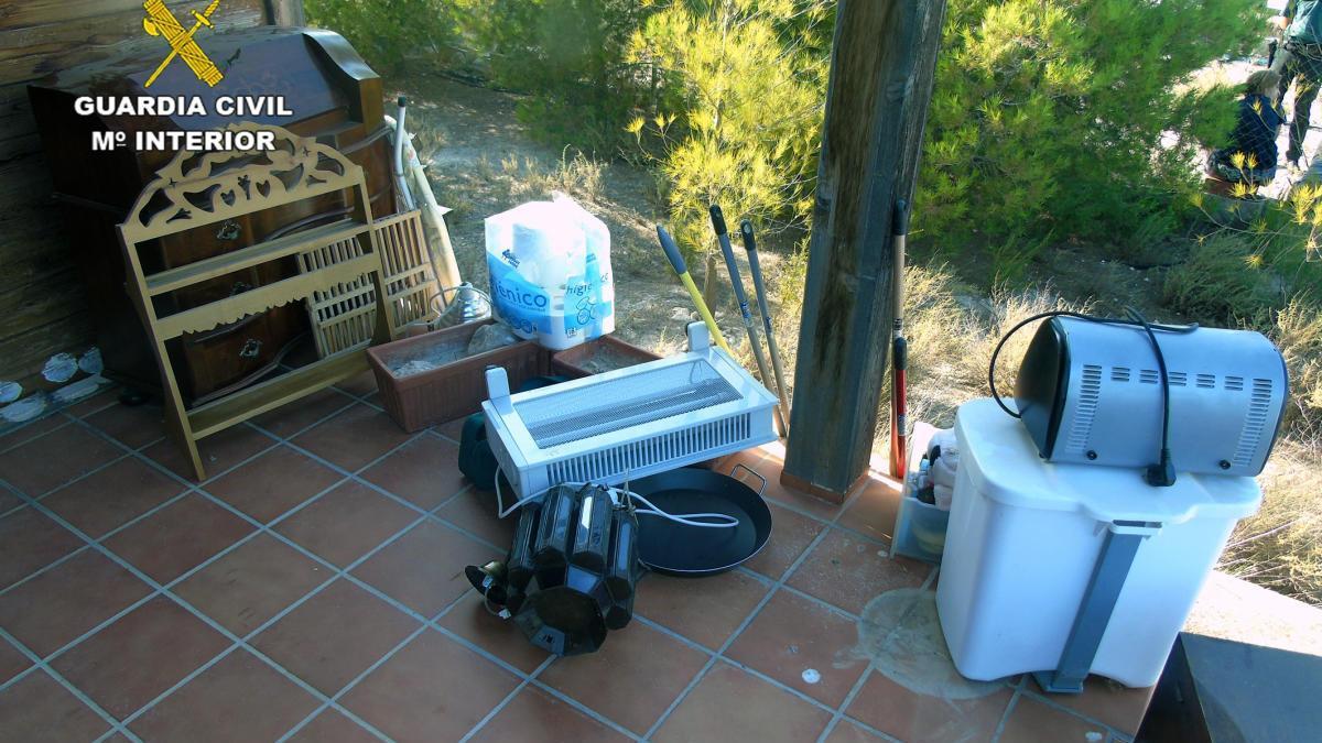 La Guardia Civil sorprende a tres mujeres mientras robaban en una vivienda en Archena