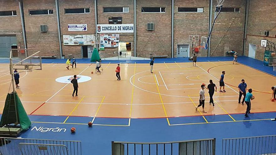 El pabellón de Panxón estrena pista de PVC