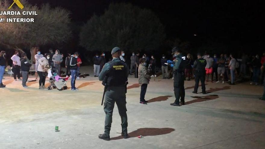 Polizei löst zwei illegale Partys kurz vor Alarmzustand auf