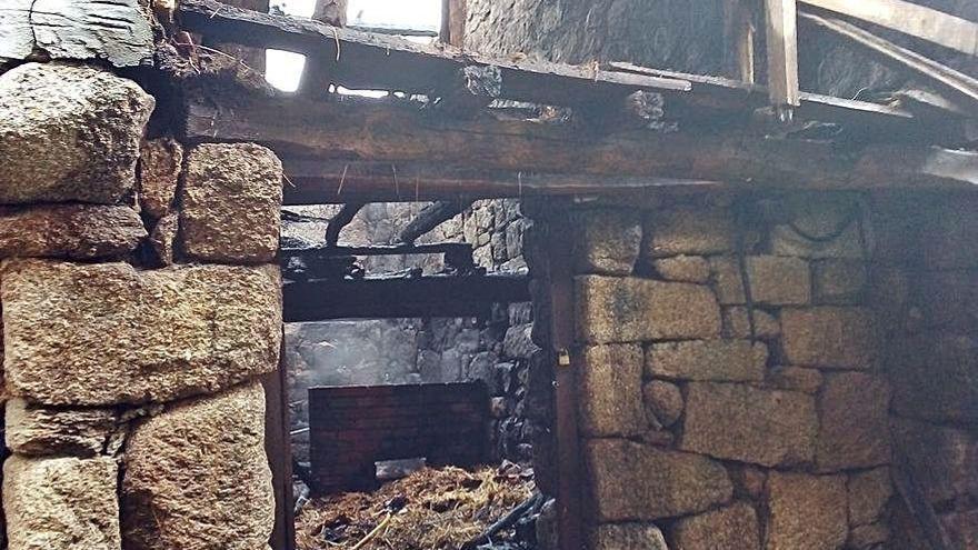 Arde un galpón abandonado en el municipio de Barbadás