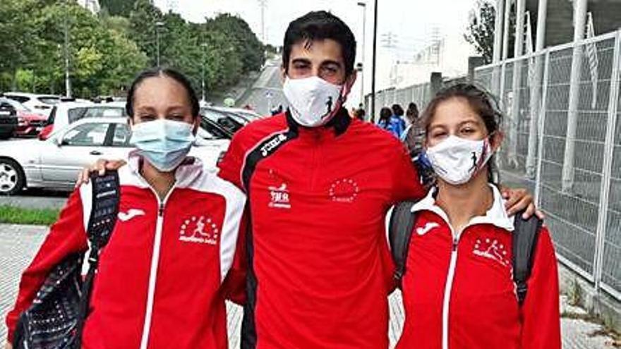 El Atletismo Deza se cuelga tres medallas en el Gallego