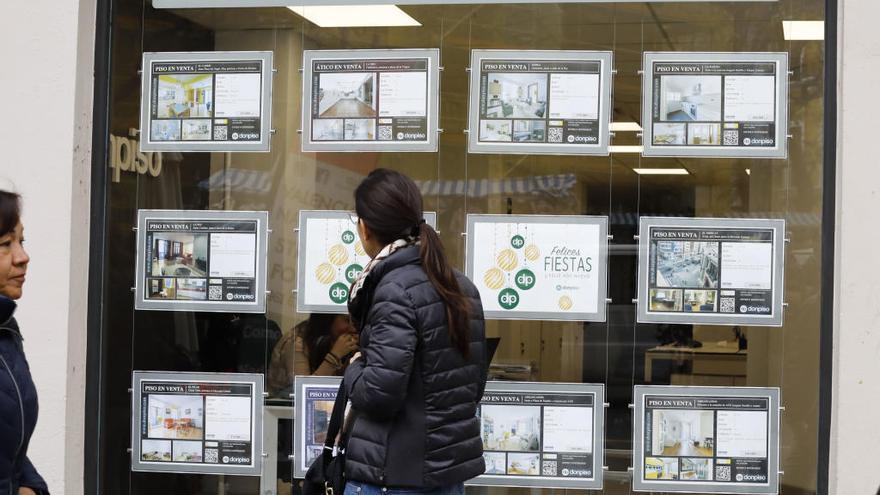 La mitad de la renta se va en hipotecas o alquileres y sitúa en el 22,5 % la pobreza