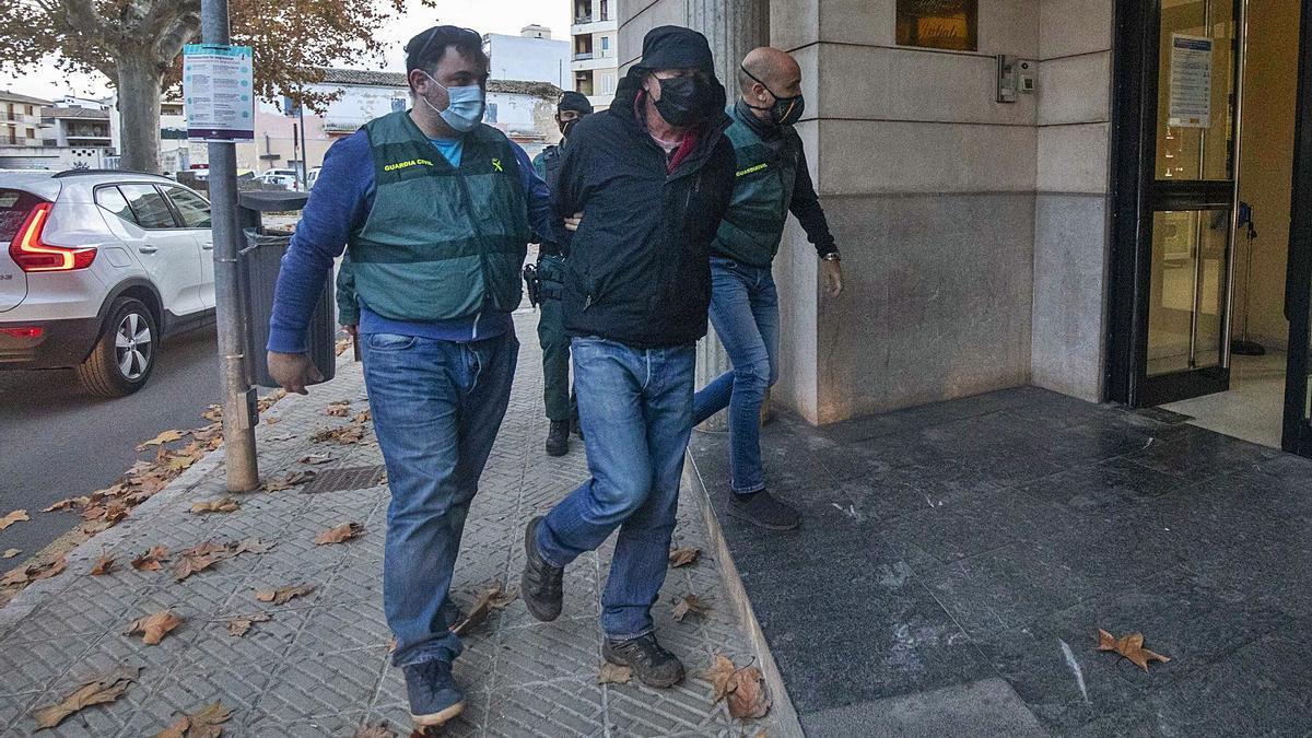 El sospechoso de la desaparición, cuando fue conducido al juzgado por la Guardia Civil el pasado viernes.