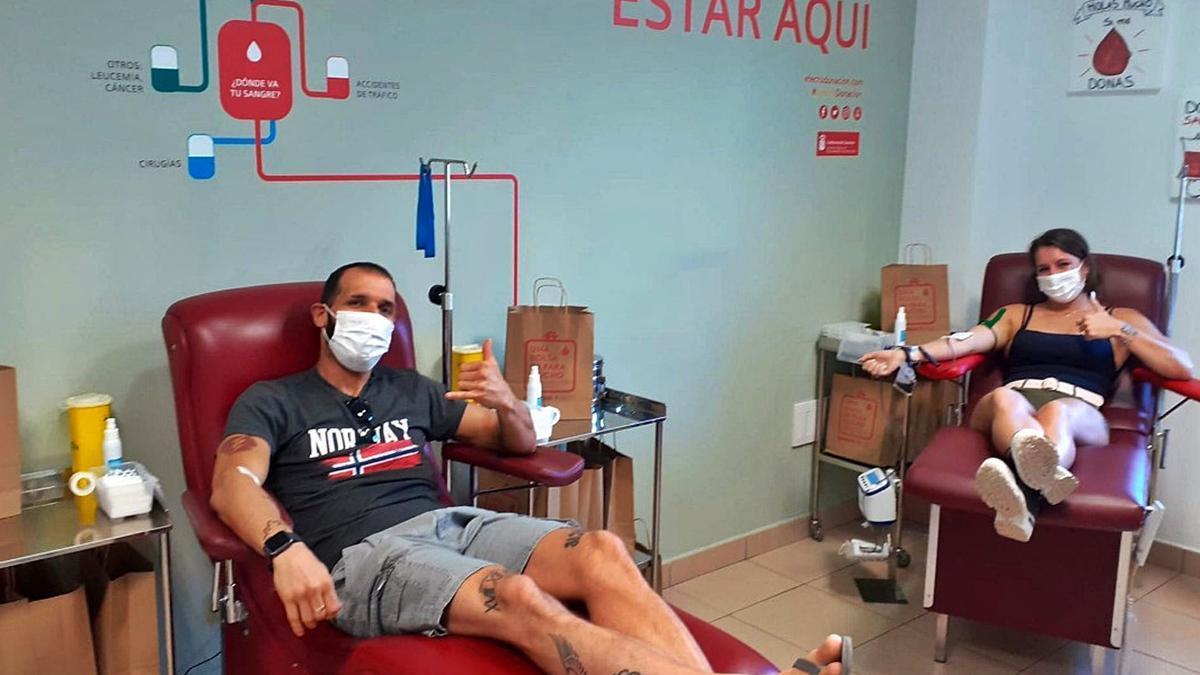 Dos donantes de sangre en las instalaciones del Instituto Canario de Hemodonación y Hemoterapia (ICHH).     LP / DLP
