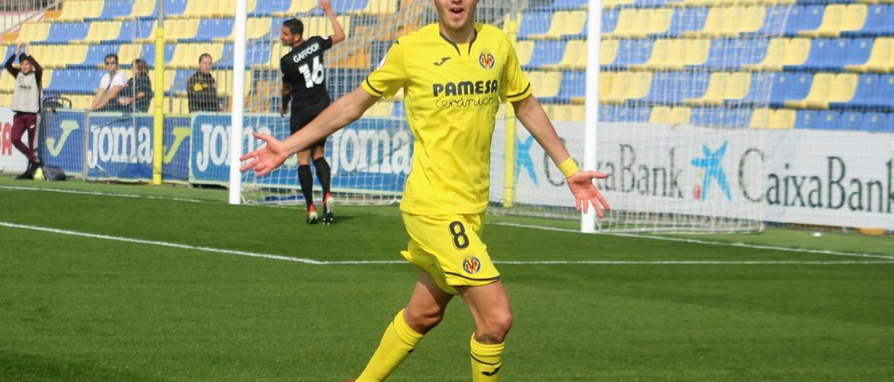Rafael Mújica celebra un gol con el Villarreal B el pasado curso.