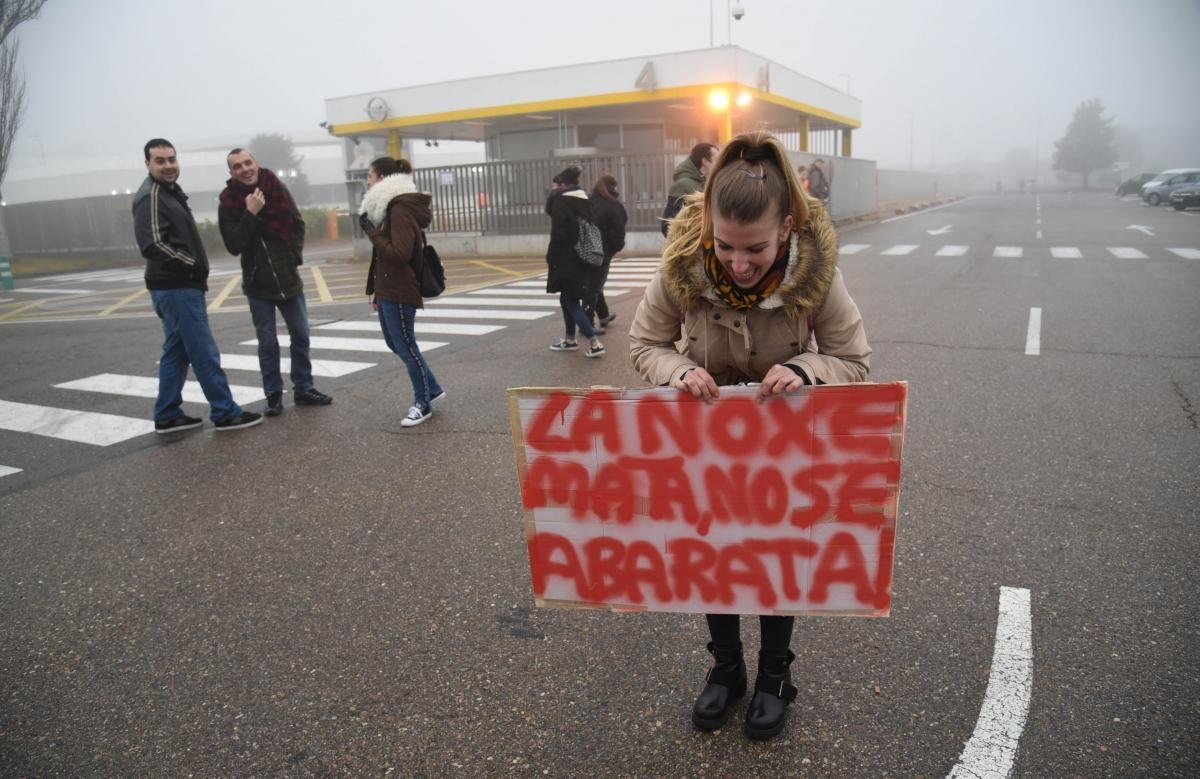 Concentración masiva de los trabajadores de Figueruelas