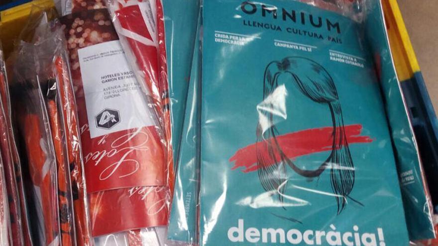 Òmnium denuncia que Correos no ha repartit una part d'exemplars de la seva revista