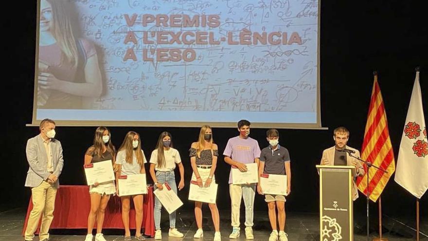 Roses lliura a sis alumnes els premis a l'Excel·lència a l'ESO