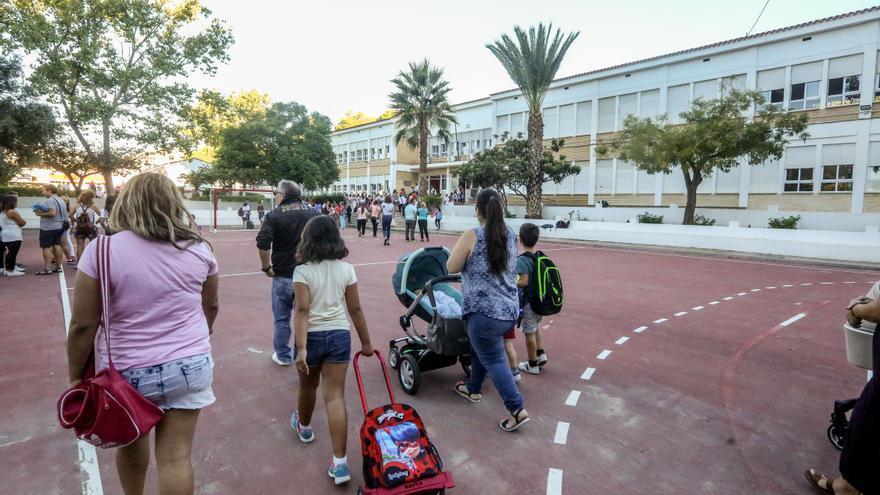 Confinada un aula del colegio Vasco Núñez de Balboa de Benidorm por un positivo en covid-19