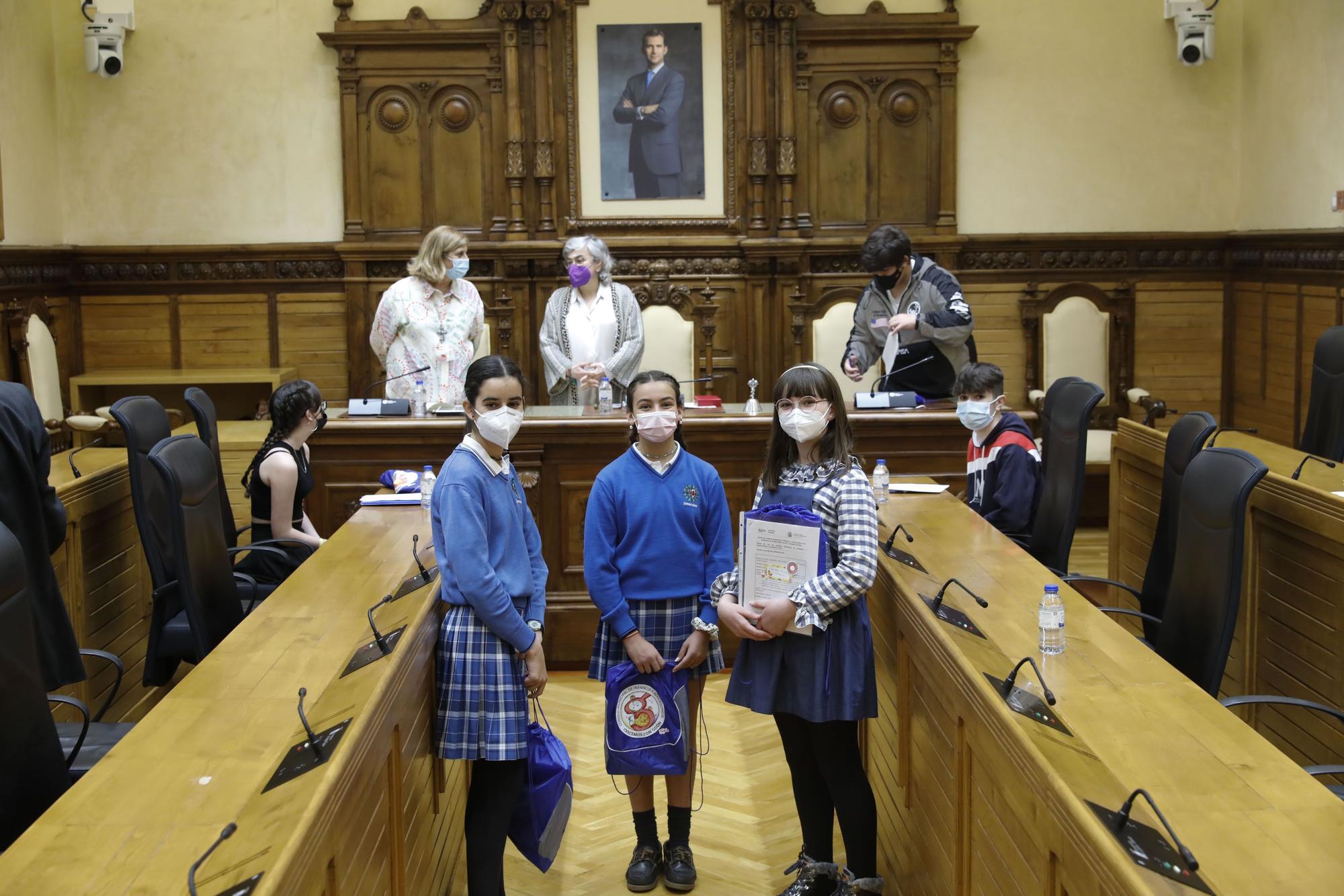 Los niños de Gijón toman el salón de plenos del Ayuntamiento