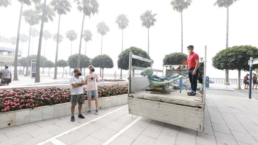 Desmontan la emblemática estatua de Las Venus en Marbella para reubicarla más próxima al mar