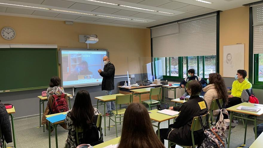 Coronavirus Galicia | Los casos activos en centros educativos mantienen la tendencia descendente y caen por debajo de los 700