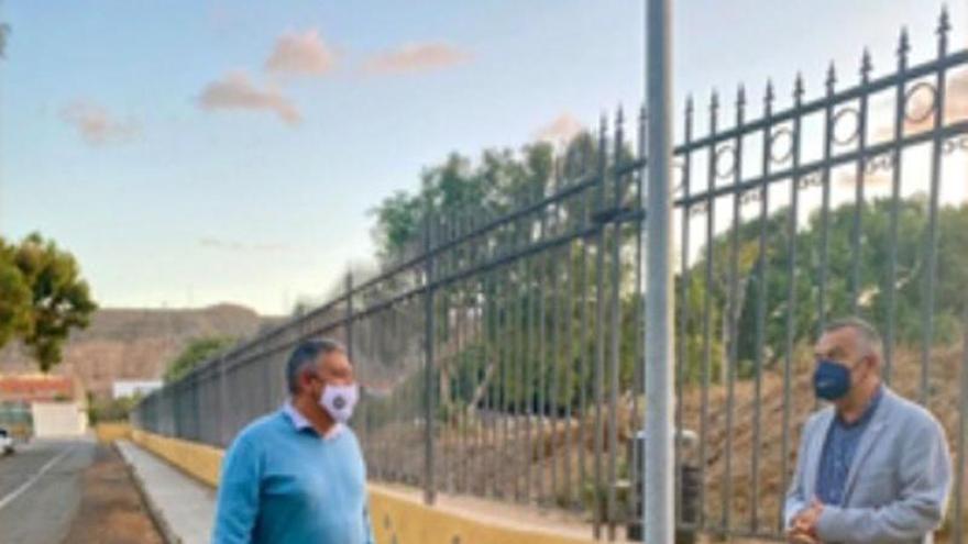 Los parques de Jinámar cuentan con nuevas luminarias solares en sus entradas