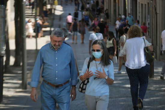 Primer dia sense mascaretes al carrer a Girona