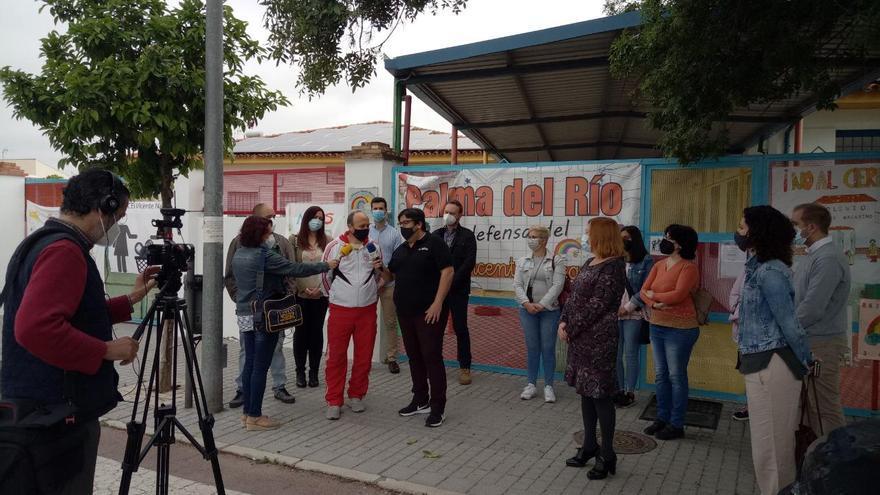 El AMPA recoge 4.000 firmas contra el cierre del colegio Vicente Nacarino de Palma del Río