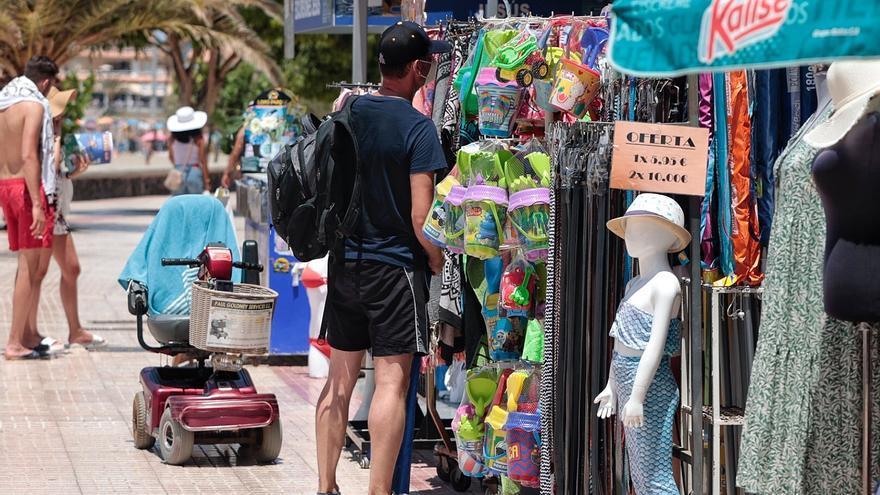 Canarias es la única región en la que cae el empleo turístico y comercial en julio