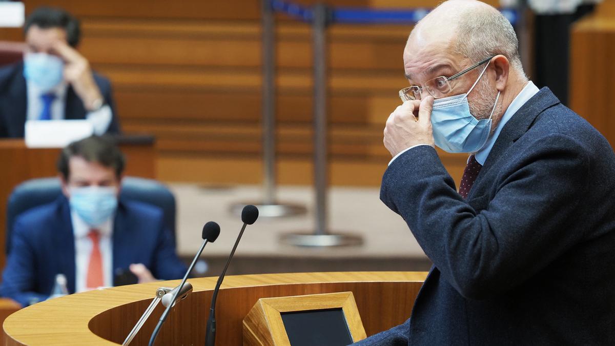 Igea durante su intervención ayer en el Pleno de las Cortes.