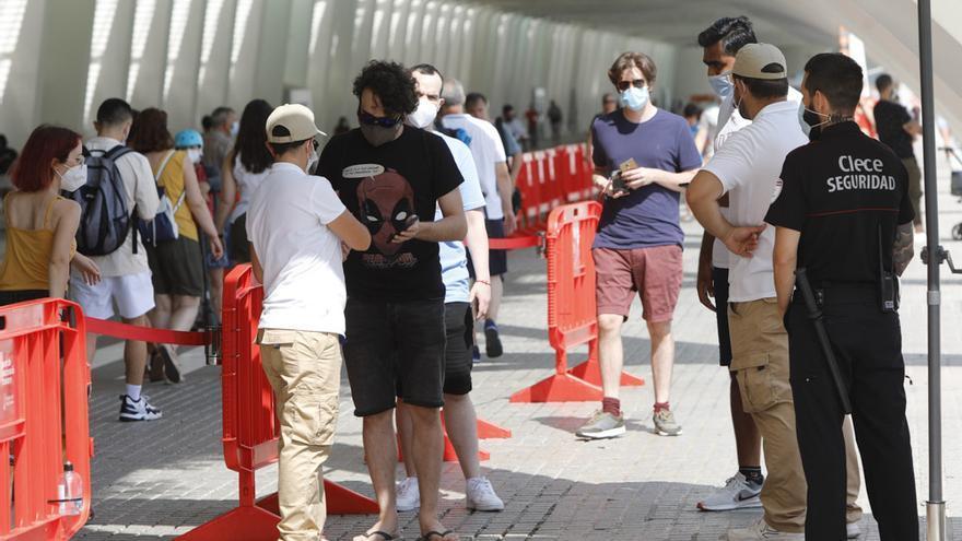 La curva de contagios cae entre los jóvenes tras 20 días de restricciones