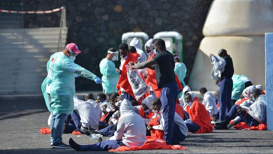 El Hierro se cansa y exige el realojamiento urgente de los migrantes que permanecen en la isla