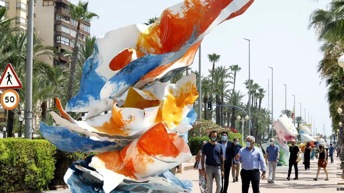 """Imagen tomada hoy de la muestra """"My Secret Garden"""" en el paseo Conde de Vallellano de Alicante"""