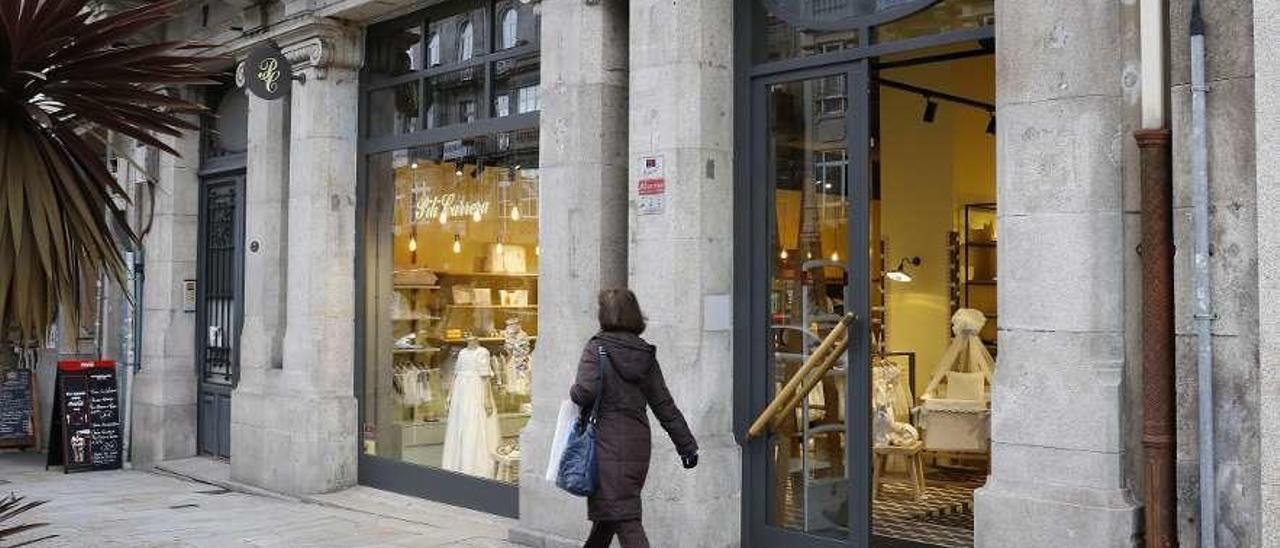Exterior de la tienda de Pili Carrera en el centro de Vigo. // Ricardo Grobas