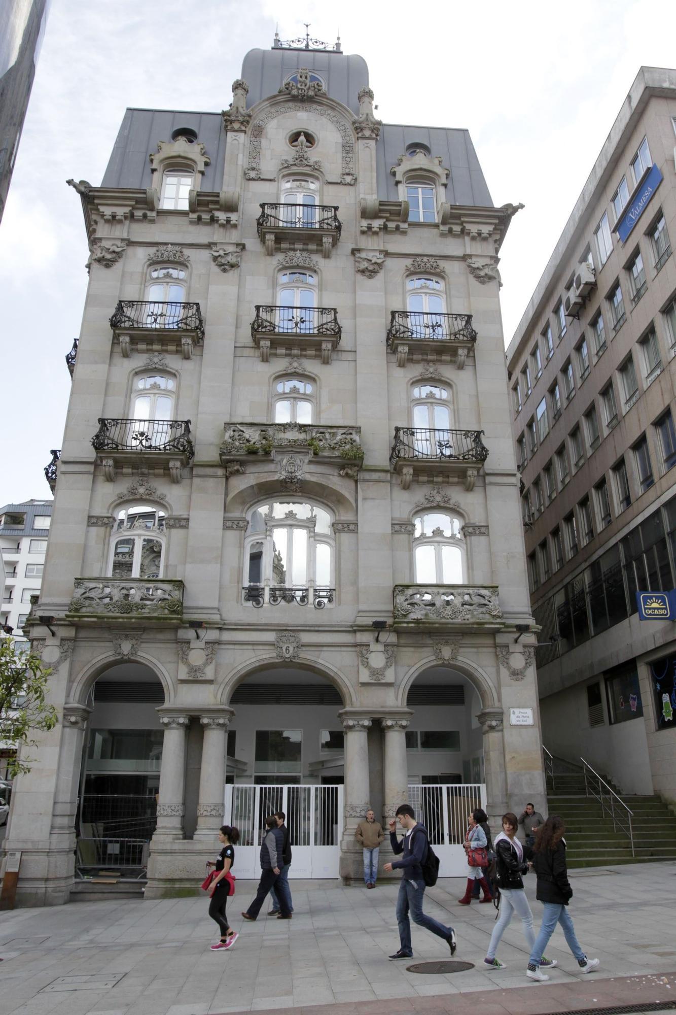 7. edificio simeon jose lores.jpg