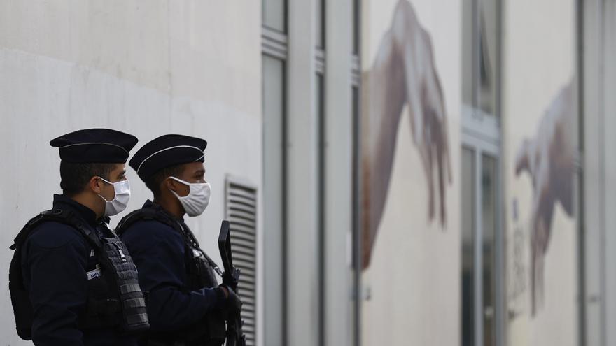 El asesinato de una niña de 14 años por parte de dos compañeros de clase sacude Francia