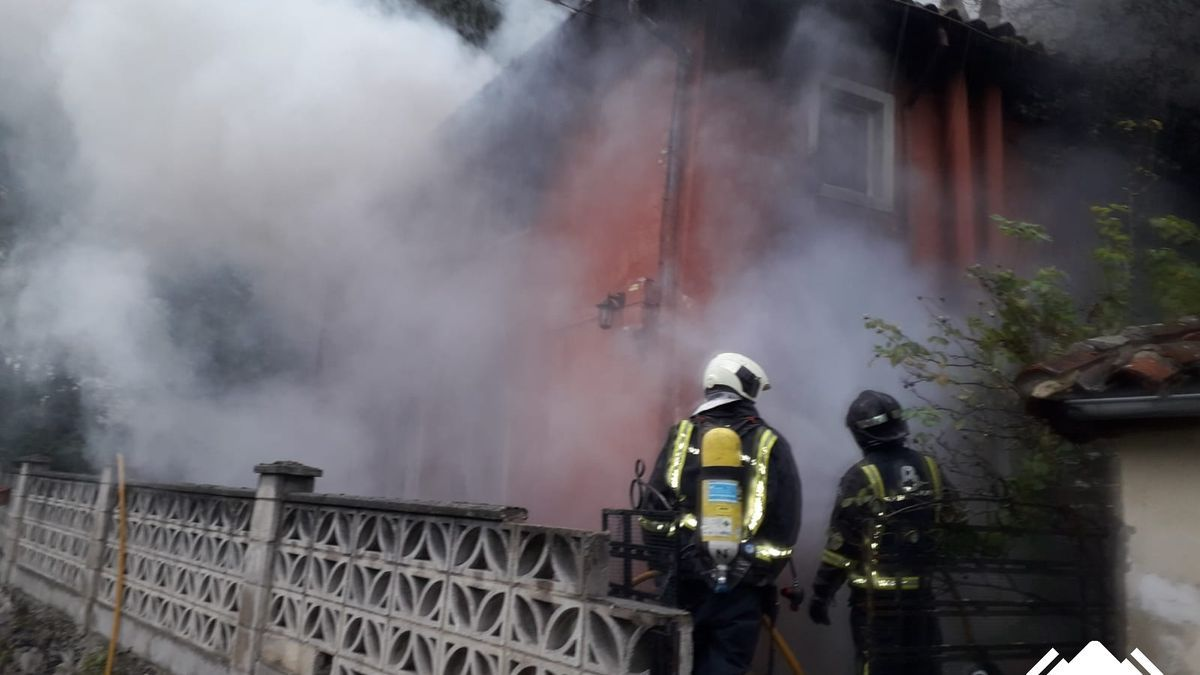 Incendio en Santa Cruz de Mieres