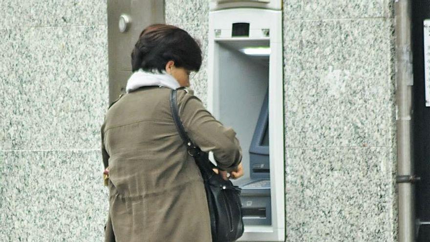 Una treintena de concellos sin bancos quiere instalar cajeros automáticos subvencionados