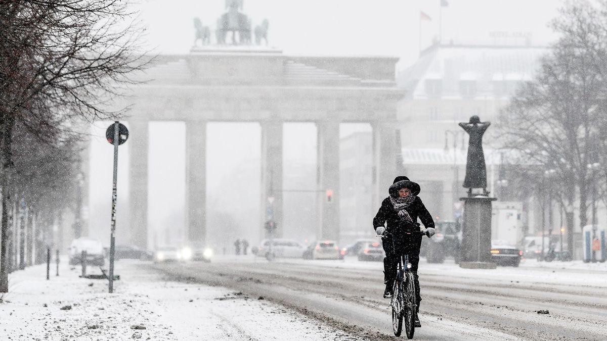 'La bestia del este': así es la borrasca de nieve que paraliza Europa