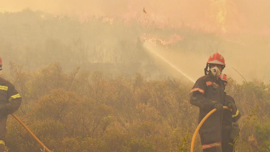 Desalojan un masía por el fuego de Sierra Calderona
