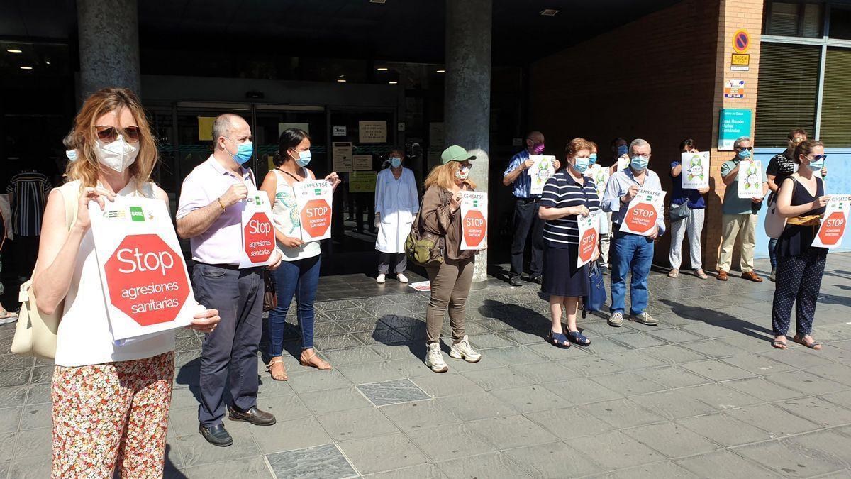 Imagen de archivo de la manifestación contra la agresión a un médico del centro de salud de Sagasta, en Zaragoza.
