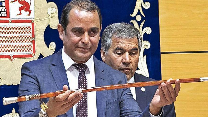 Blas Acosta cuando fue elegido presidente del Cabildo de Fuerteventura.